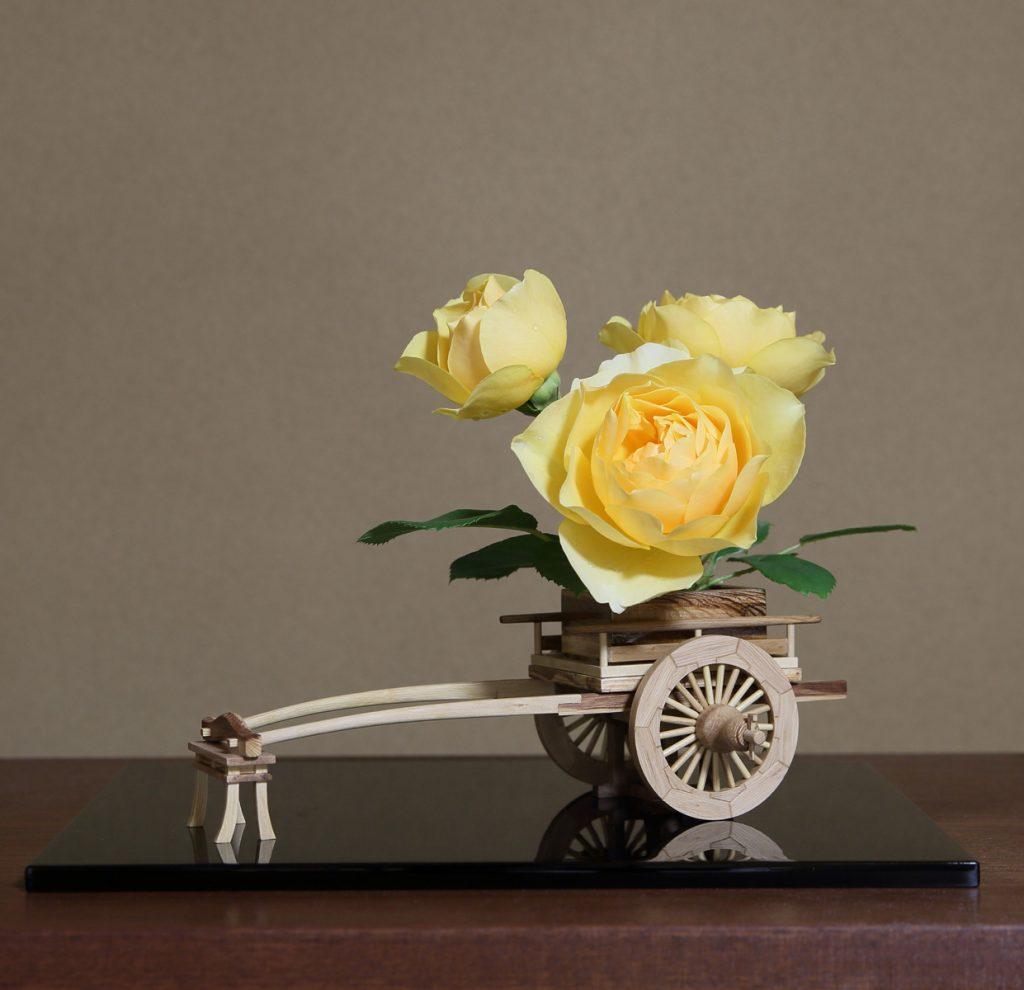 Rose Flower Arrangement with Rose Hanaguruma 03:花車を使ったバラの生け花 作例3