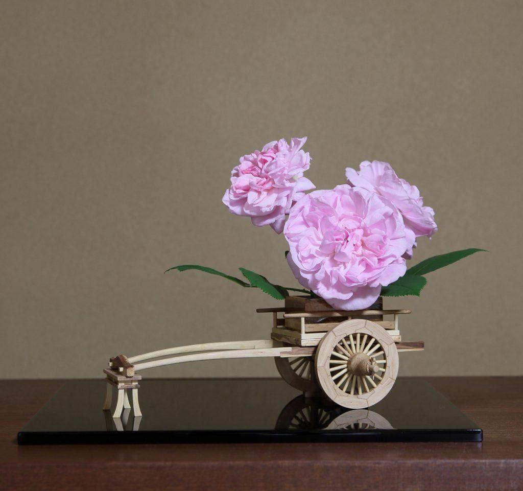 Rose Flower Arrangement with Rose Hanaguruma 04:花車を使ったバラの生け花 作例4