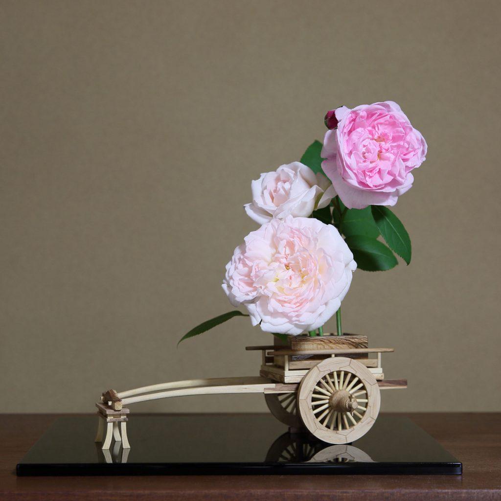 Rose Flower Arrangement with Rose Hanaguruma 05:花車を使ったバラの生け花 作例5