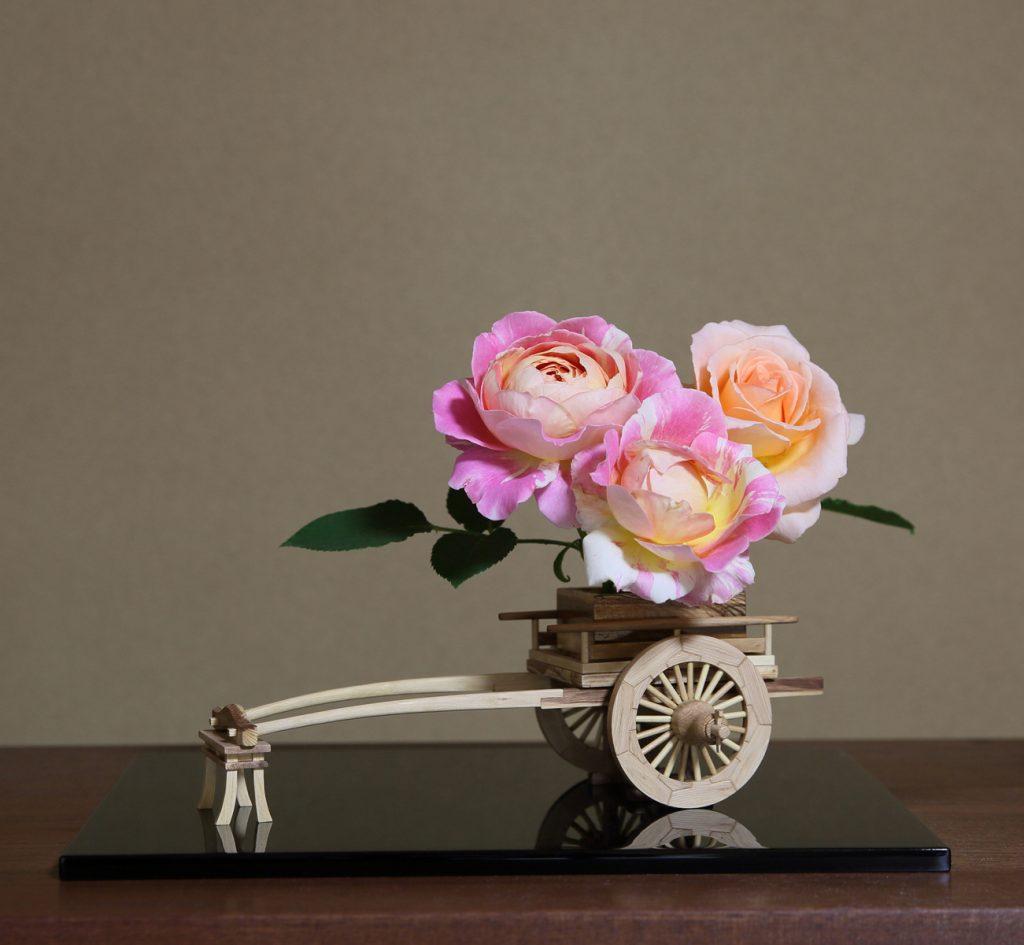 Rose Flower Arrangement with Rose Hanaguruma 06:花車を使ったバラの生け花 作例6