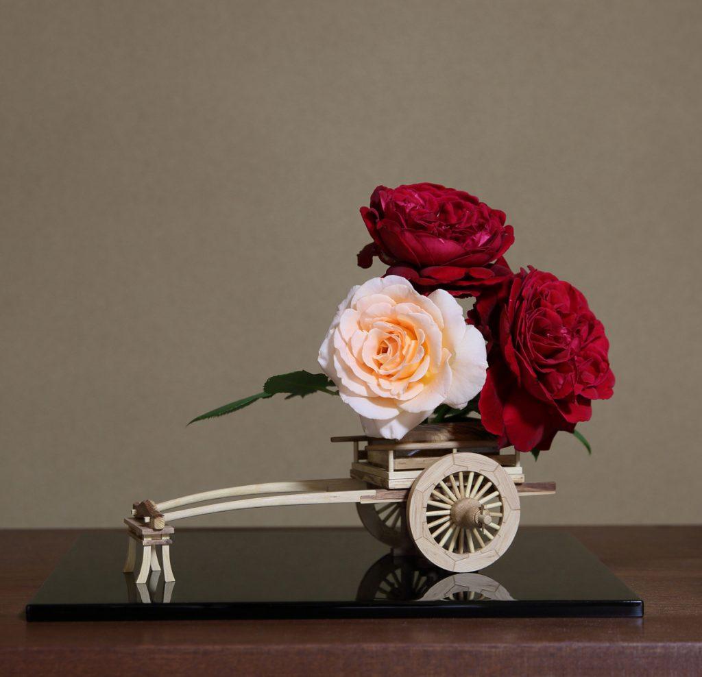 Rose Flower Arrangement with Rose Hanaguruma 07:花車を使ったバラの生け花 作例7
