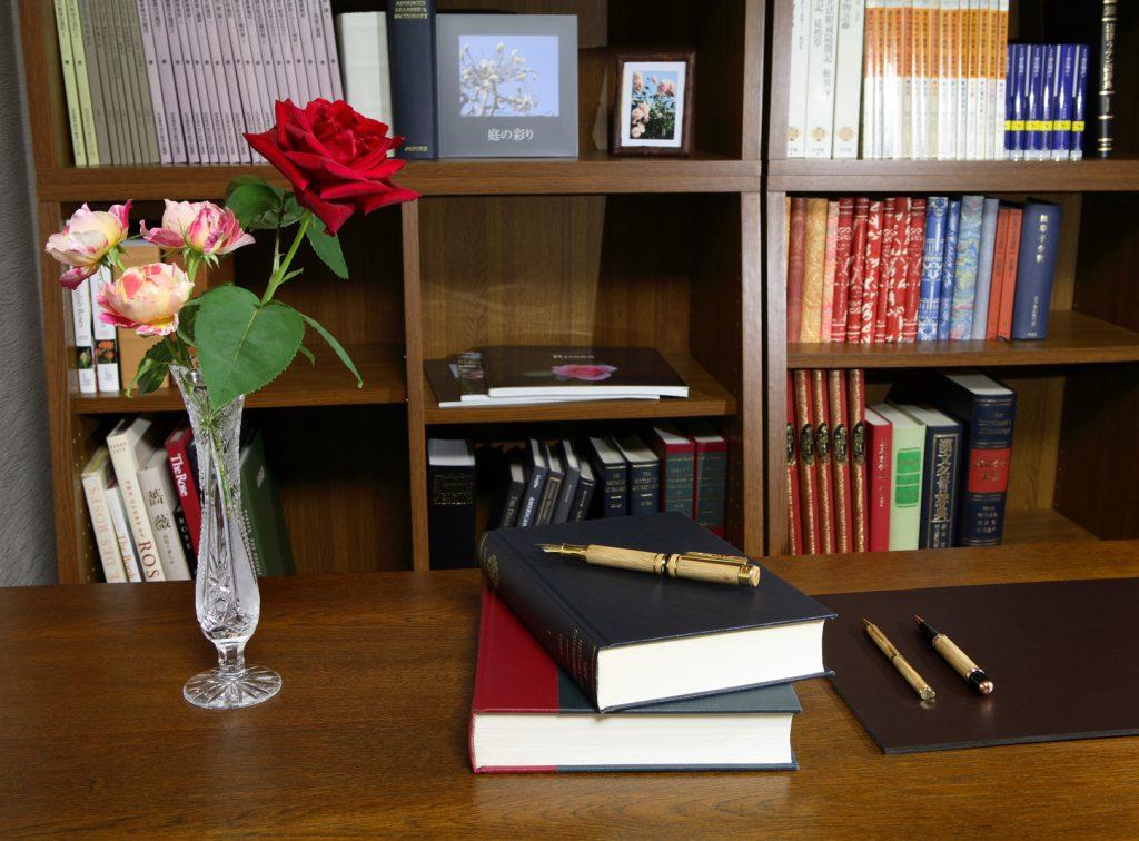 Rose Stationery Top:バラの文房具類 Top