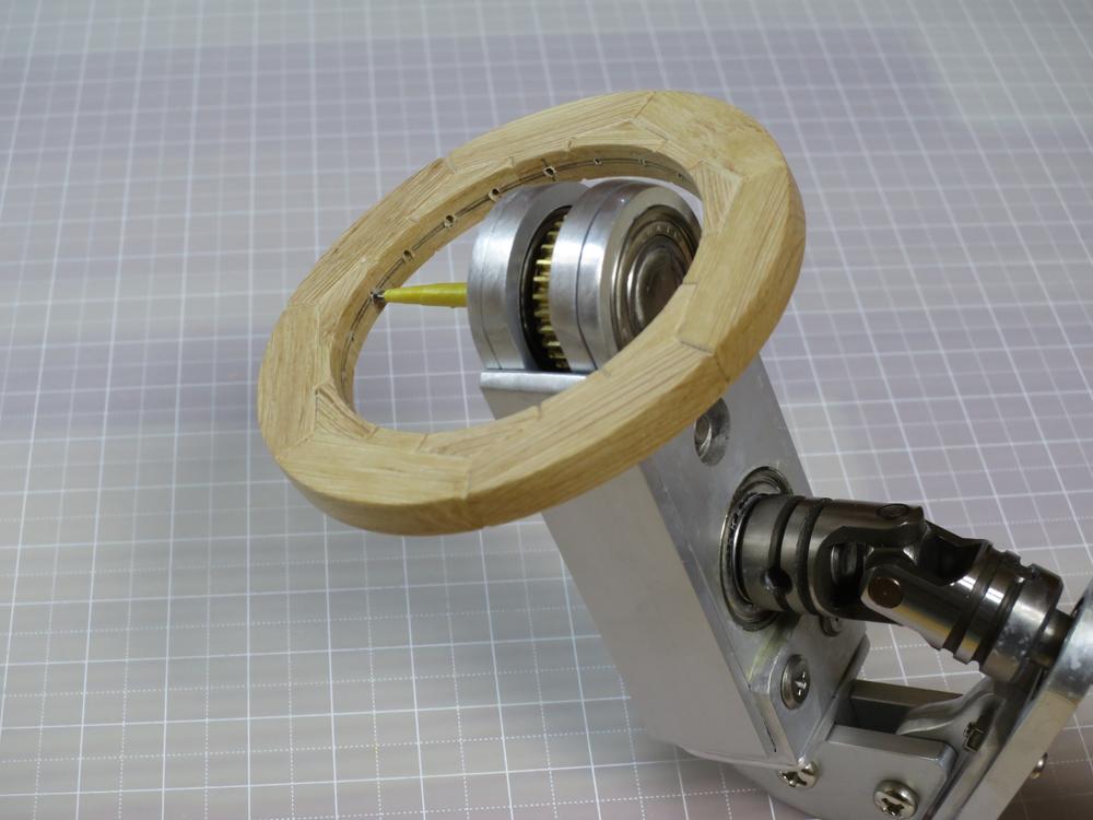 閉所用傾斜型ホルダと極短ドリルによる穿孔