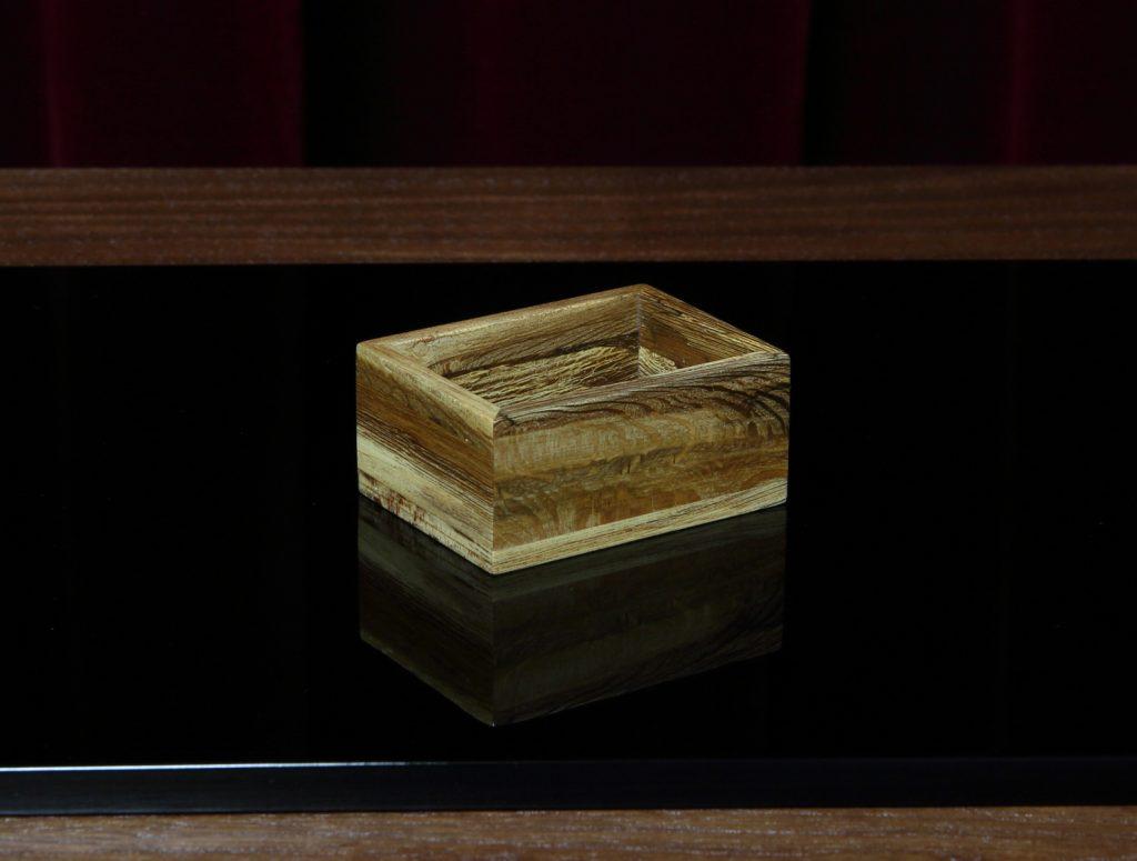 バラ(エグランティン)の剪定材で製作した花箱