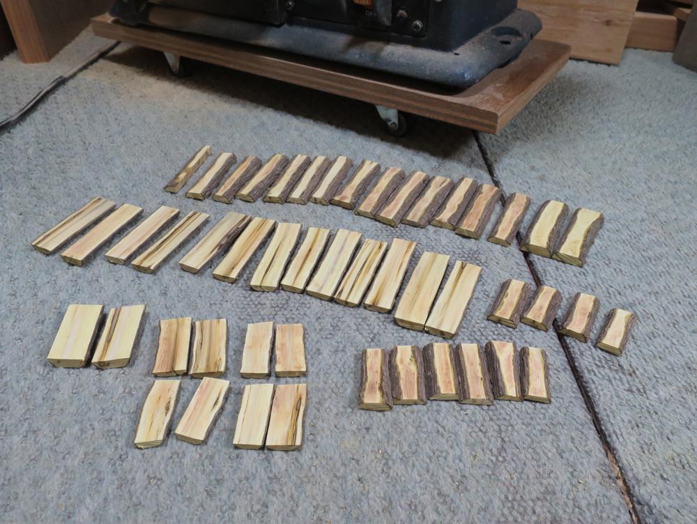ナンテンによる櫛の製作:板状にする