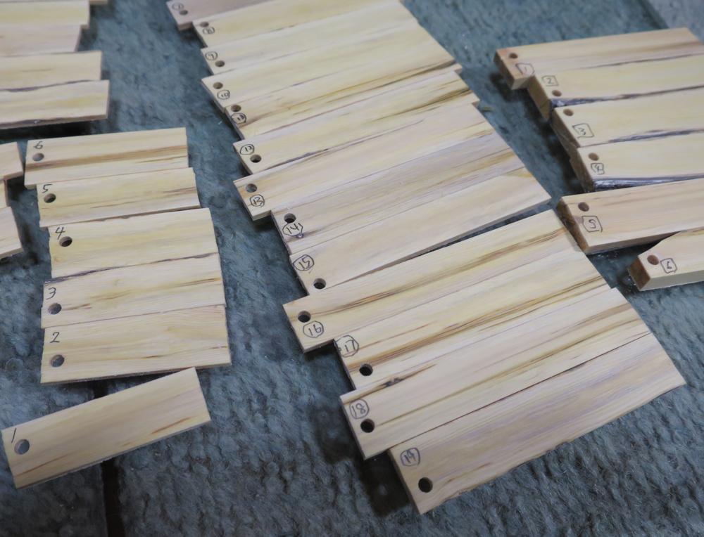 ナンテンによる櫛の製作:パーツに番号をつける