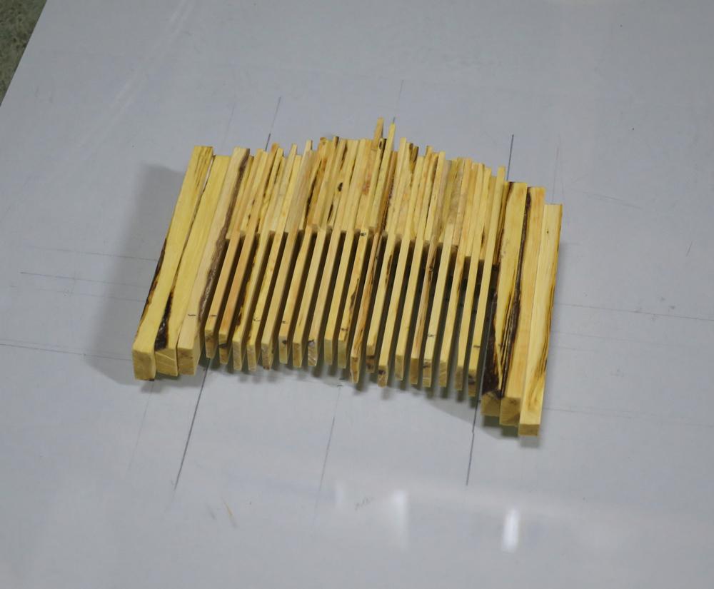 ナンテンによる櫛の製作:パーツの接着3