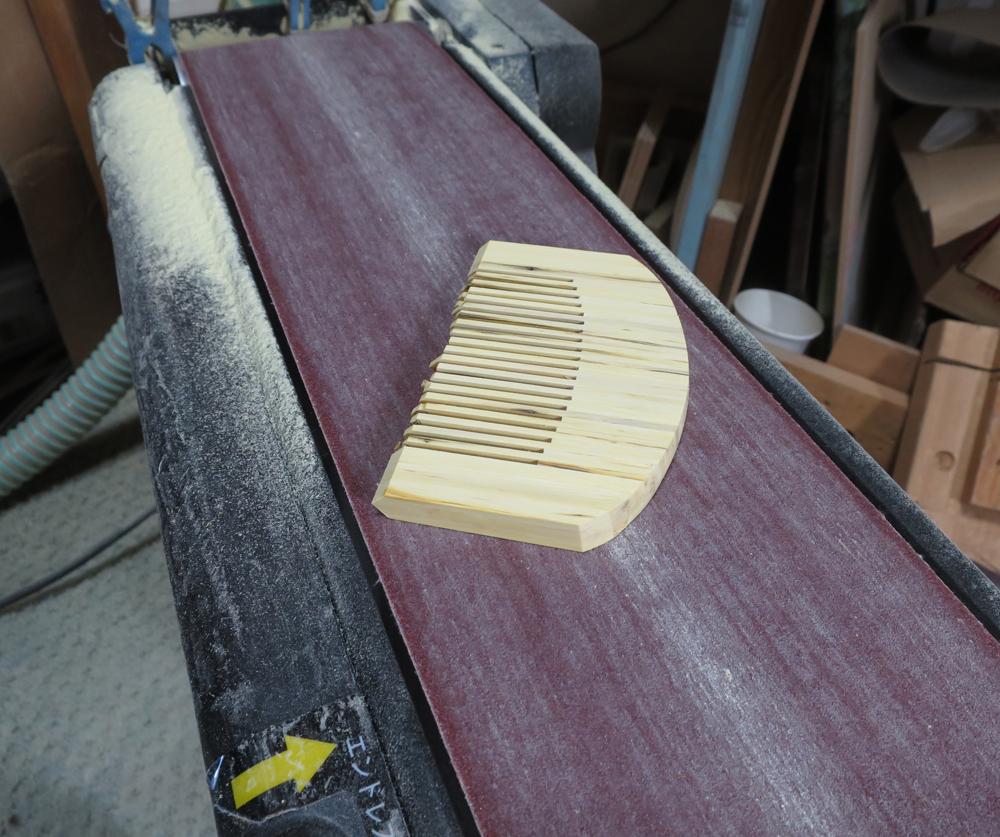 ナンテンによる櫛の製作:荒整形