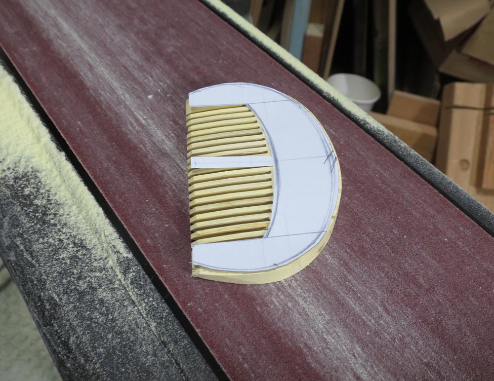ナンテンによる櫛の製作:整形作業2